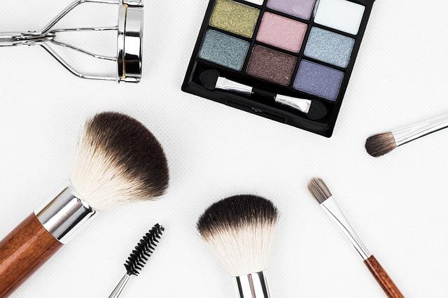 Tieto produkty by mali tvoriť základ vašej kozmetickej taštičky