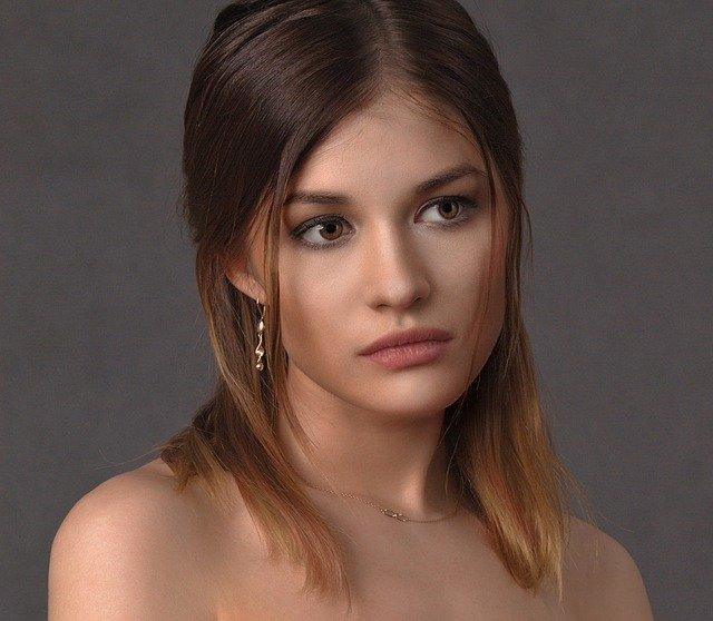 Fotoportrét ženy, tvár, elegancia