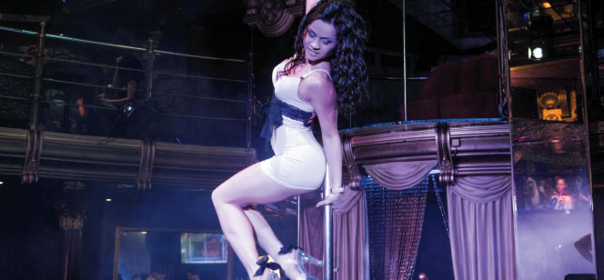 tanečníčka okolo tyče
